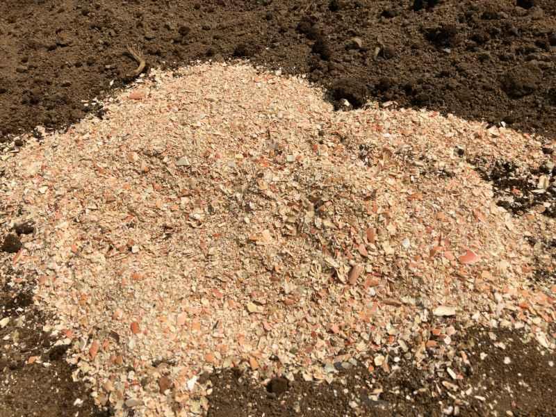 カニガラ肥料の写真
