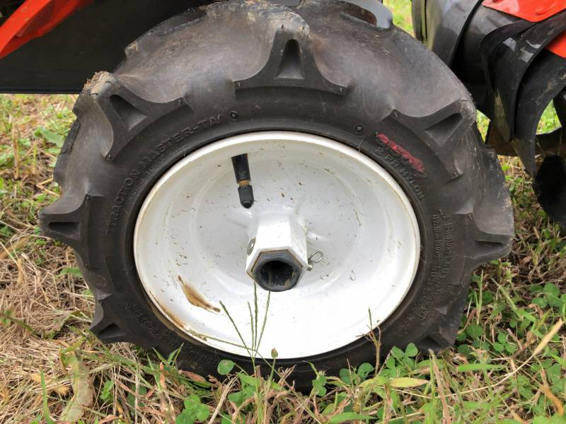 耕運機タイヤの写真