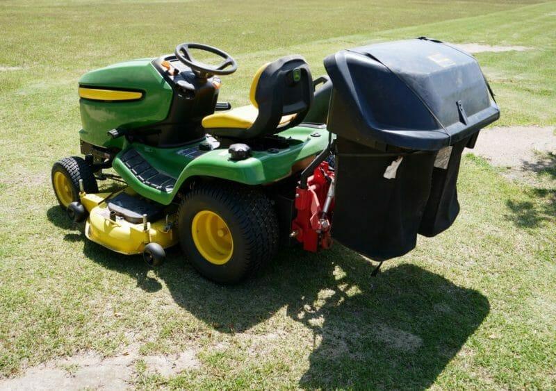 乗用芝刈り機の全体写真
