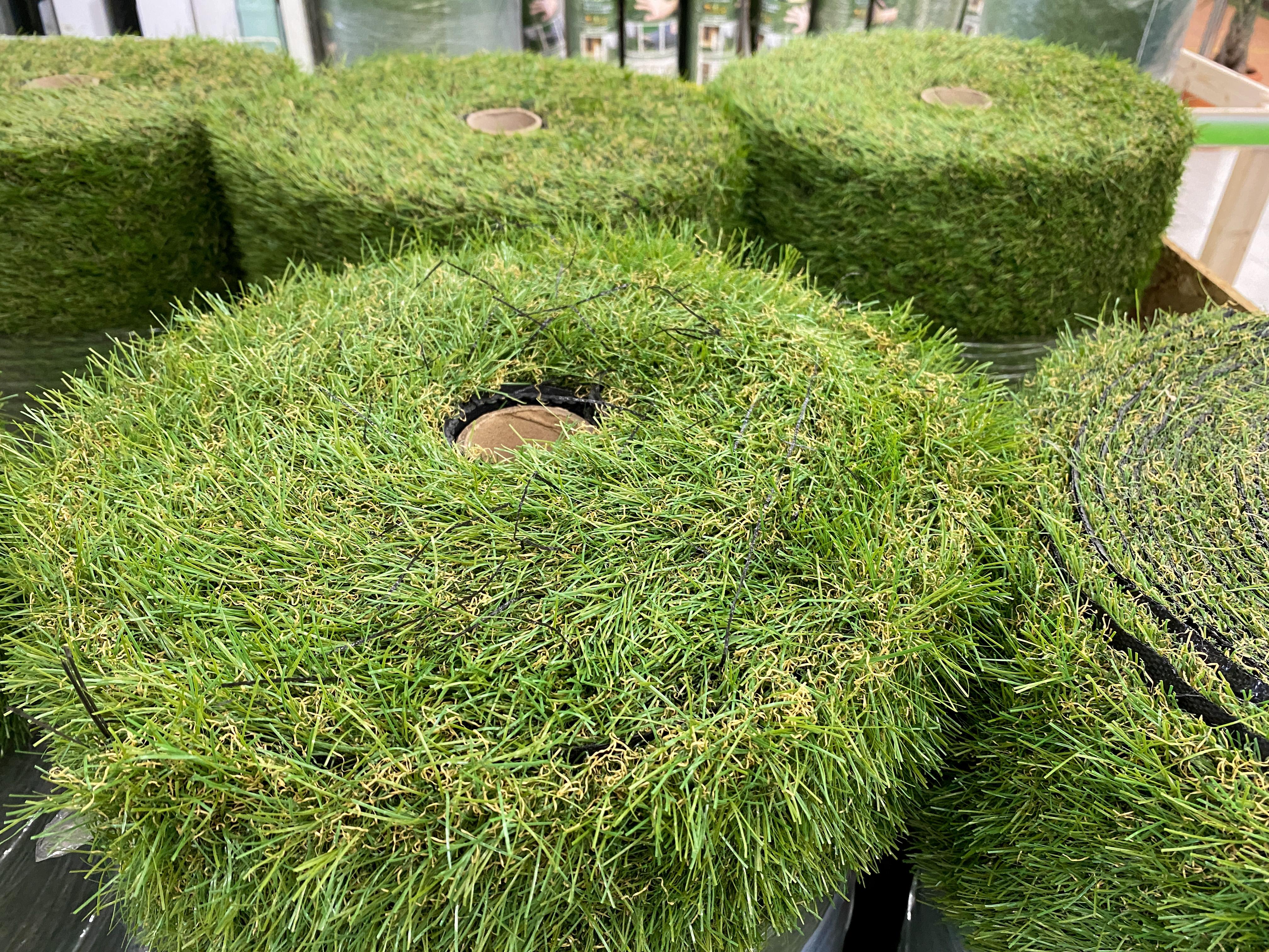 ホームセンターで売られている人工芝