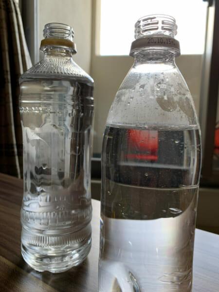 ペットボトルに水を入れた状態の画像です。