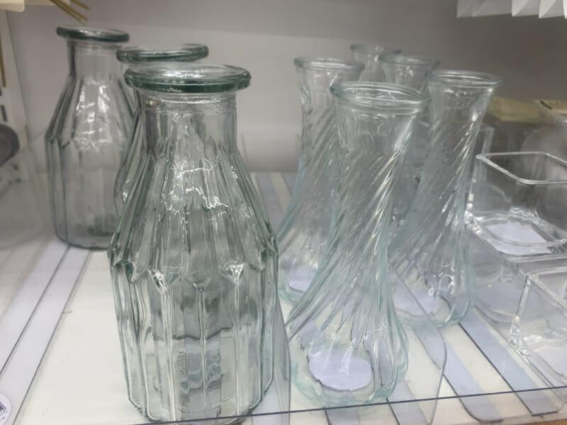 100均(100円ショップ)で販売されているオシャレな花瓶です。